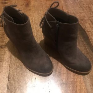 Crown Vintage brown ankle bootie boots bow size 5